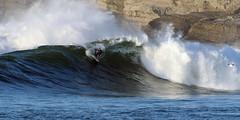 7096DRL (Rafael Gonzlez de Riancho (Lunada) / Rafa Rianch) Tags: olas waves vagues ondas costa coast cliff cantabria santamarina loredo sport surfing