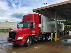 2009 Volvo, Super Valu, 8-17-2016 (jackdk) Tags: truck tractor tractortrailer semitruck semi volvo volvotruck reefer trailer fuel fuelisland supervalu supervalue newstantonpa grocerytruck