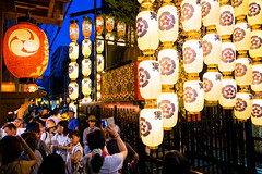 The season is coming #4 (Kyoto) (Marser) Tags: xt10 fuji raw lightroom japan kyoto gionfestival lantern nightview people