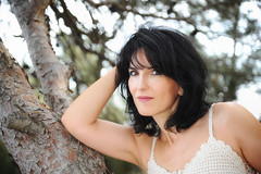 (patdebaz) Tags: portrait femme brune woman glamour sexy charme charm arbre exterieur foret nikon d700 studio