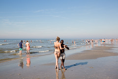 (Peter de Krom) Tags: kizomba badgasten branding dansen dansles heet hitte hoekvanholland hvh kust nederland salsa strand strandleven vakantie warm warmstedag warmte zee zomer dance beach couple black white mixed sea water summer hot holiday