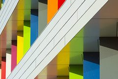 Biblion II (Jan van der Wolf) Tags: map160182v building gebouw diagonaal zoetermeer architecture architectuur modernarchitecture colors diagonal kleuren rainbow regenboog white lines playoflines interplayoflines reflection spiegeling biblion