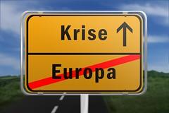 Ortsschild mit den Worten Europa und Krise (Christoph Scholz) Tags: ortsschild hinweisschild vernderung europa krise