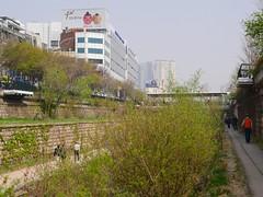 Cheonggyecheon (Travis Estell) Tags: cheonggyecheon dongdaemun jongno jongnogu korea republicofkorea seoul southkorea