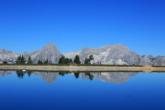 Sommer auf der Hss (rubrafoto) Tags: sommer hss hinterstoder obersterreich speichersee see berge gebirge totesgebirge gebirgspanorama panorama spitzmauer groserpriel spiegelung wasser natur landschaft sommerlandschaft tourismus alpinesgelnde wandern wandergebiet wanderer ooe
