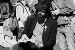 The Saw Man on a reading break 02 (byronv2) Tags: edinburgh edimbourg scotland candid street peoplewatching blackandwhite blackwhite bw monochrome man sawman music musician musicalsaw hat sunglasses beard book read reading edgargurreriro edinburghfestival edinburghfestivalfringe fringe fringe2016 edinburghfringe