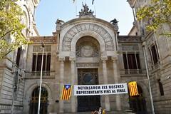 DEFENSAREM ELS NOSTRES REPRESENTANTS FINS AL FINAL (Yeagov_Cat) Tags: 2016 barcelona catalunya pancarta passeiglluíscompanys passeigdelluíscompanys diada diada2016