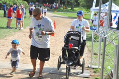 2016 KWC (Part 2) (runwaterloo) Tags: kitchenerkidswithcancer pogo julieandlahringschmidt 2016kitchenerkidswithcancerrun10km 2016kitchenerkidswithcancerrun5km runwaterloo 198 family