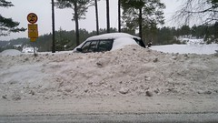 Long term parking? (skumroffe) Tags: winter snow volvo vinter estate sweden stockholm parking plow sn kombi parkering longtermparking ingar vallbo lngtidsparkering plogvall