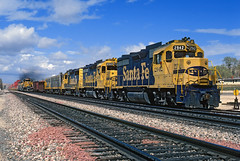 Action at Oro Grande (Moffat Road) Tags: california ca railroad santafe up train unionpacific local emd sd402 atsf californiastaterailroadmuseum orogrande f7a f7b atchisontopekaandsantafe stacktrain gp35 localfreight yellowbonnetcolors