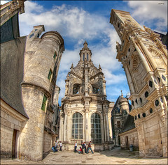 (1684) Chteau de Chambord (Fisheye world) (QuimG) Tags: people france castle architecture geotagged golden arquitectura gente olympus fisheye chambord octubre francia chteau gent castillo gettyimages castell chteaudechambord chteauxdelaloire specialtouch quimg quimgranell joaquimgranell afcastell obresdart