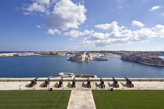 Saluting Battery (counteragent) Tags: sea mediterranean view ships battery bluesky malta ramparts noon 12mm seafront dslr maltese midday cannons walledcity superwideangle grandharbour canonefs1022mmf3545usm valleta salutingbattery ilbelt counteragent fortifiedtowns canoneos60d salutingbatterybycounteragent