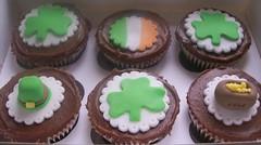 St Patrick's day cupcakes (sam kershaw) Tags: ireland cupcakes chocolate stpatricksday potofgold chocolatecupcakes