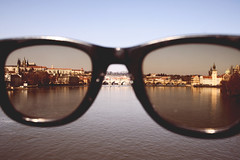 Praga (*giulietta/in Wonderland/) Tags: street city travel red sun sunglasses river lens glasses prague praha praga stadt brille viaggi reise landascape stadtfoto