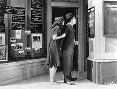 Scne de l'agence d'emploi (Charlie Chaplin: du muet au parlant) Tags: film 1936 archive stills cinma charliechaplin bfi paulettegoddard photofilm tempsmodernes filmmuet agencedemploi scnecoupe