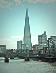 London (guillermogg) Tags: city uk london rio thames river unitedkingdom lifestyle londres tamesis shardofglass theshard londonbridgetower shardlondonbridge