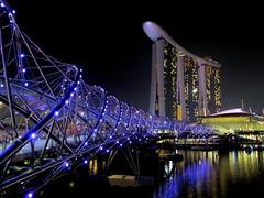 Helix Bridge and Marina Bay Sands Hotel, Singapore (PeterCH51) Tags: bridge night hotel singapore nightshot mbs helixbridge nightcapture mywinners marinabaysands flickraward peterch51 flickrtravelaward mbshotel