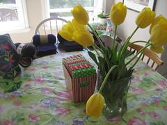 Purple grannies (Pattygloria) Tags: tulips handmade crochet blanket handcrafted handbag grannies ganchillo wayuu