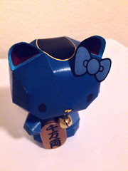 Hello Kitty Lucky Cat Maneki-Neko in Blue(top) (My Melo) Tags: hellokitty sanrio manekineko papercraft luckycat