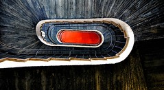 Blickfänger (Markus Pier ( MaPi )) Tags: treppen wendeltreppe beton stahl formen linien optik perspektive rot kontraste schnecke kurven burggemen blick oben