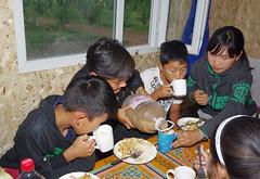 IMGP0588 (Henk de Regt) Tags: mongolië mongolia mohron mce buhug vrijwilligers volunteers children kinderen school sport games fun waterfight slangenmens contortionist summercamp