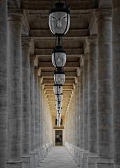 Royale colonnade (n2) (Guillaume DELEBARRE (Guigui-Lille)) Tags: palaisroyal paris repetition rptition canon canoneos6d 50f12 dof perspective lampes piliers colonnes architecture alignement colonnade