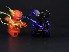 VS Zoom (MrKjito) Tags: lego minifig super hero villain flash zoom cw race his life speed force v9 hunter zolomon barry allan season 2 finale blue yellow lightning