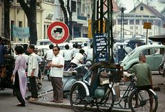 Saigon 1969 - Ngã tư Lê Thánh Tôn-Công Lý, phía xa là đường Lê Lợi (manhhai) Tags: 1969 1968 saigon