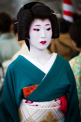 Geiko Umeha (Laruse Junior) Tags: voyage park trip travel portrait beauty japan canon asian temple kyoto shrine market tea maiko geiko geisha 7d kitano teaceremony parc marché japon sanctuary vacance meiko sanctuaire tenmagu plumblossomfestival kitanotenmagushrine cérémonieduthéfestivaldelafleurdeprune baikasaifestival