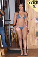 Coming with a smile... (HOOTERSFANGT) Tags: show sexy girl fashion calendar guatemala hooters bikini