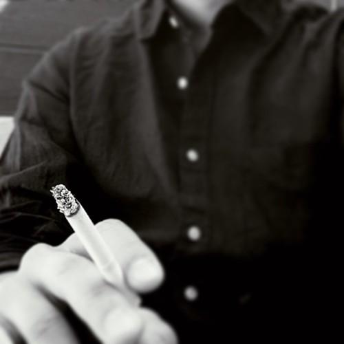 담배를 태우는 시간동안은 시간이 재가 되어 흐르는 과정과 바람의 움직임을 물리적으로 볼 수 있어 좋습니다.