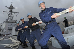 Sailors handle a mooring line aboard USS Jason Dunham. (Official U.S. Navy Imagery) Tags: heritage portugal america liberty freedom commerce unitedstates military navy sailors fast worldwide tradition usnavy funchal protect deployed flexible onwatch beready defendfreedom warfighters nmcs chinfo sealanes warfighting preservepeace deteraggression operateforward warfightingfirst navymediacontentservice