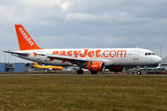 easyJet G-EZUV (Howard_Pulling) Tags: easter march airport nikon aircraft aviation bedfordshire luton spotting lutonairport eastersunday ltn 2013 londonluton hpulling howardpulling nikond5100