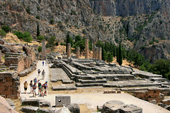 Temple d'Apollon (Delphes, Grce) (calabrese) Tags: temple europa europe cit delphi greece grce delphes ruines colonnes vestiges templedapollon citlgendaire