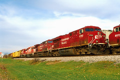 CP 8762 Bensenville, IL NOV11 (CentralILRailfan) Tags: railroad electric train illinois mixed pacific general railway evolution trains canadian ohare il series cp ge rejected freight bensenville es44dc gevo 8762 es44ac rejections railpicturesnet railpictures