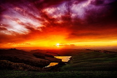 crete infuocate (Giulio Mazzini) Tags: crete siena sienna tuscany toscana italy senese campagna country landscape paesaggio sunset tramonto sun sole