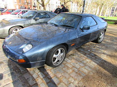 Porsche 928 S4 C2PCR (Andrew 2.8i) Tags: queen queens square bristol classic car meet show breakfast club classics cars porsche 928 928s 928s4 4 s4 series4 series berman sports coupe sportscar gt grand touring tourer blue youngtimer