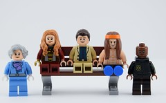 Forrest gump and friends (Alex THELEGOFAN) Tags: lego legography famous movie forrest gump mother lieutenant dan bubba jenny bench muscle legs soldier classic hippy peace