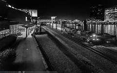 Q016 @ Pittsburgh (benpsut) Tags: csx csxpittsburghsub csxt5249 iso5000 monriver ple plerr stationsquare yn3b fountain handheld night nightphoto nightphotography nightshot railroad trains pittsburgh pennsylvania unitedstates us
