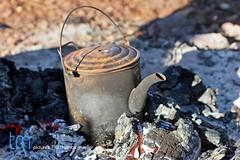 Camping in Australia (tmpictures_worldwide) Tags: australien feuerstelle glut hitze kaffee kanne kessel reise tee westaustralien camping boil kochen kaffeekanne tmp2810041246 outdoor kettle coffee tea