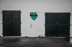 Bayonne, bords de l'Adour. (Jérôme Cousin) Tags: door window nikon heart coeur 64 porte nikkor pays basque bayonne biarritz pyrenees fenetre bab 18105 euskal herria atlantiques anglet herri d5000 auskadi