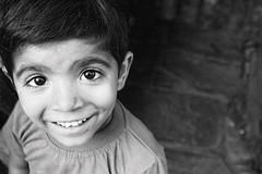 IMG_3601_01n (Ma Poupoule) Tags: asie asia nb noirblanc portrait inde ind poule enfant children mapoule people retrato ritratto porträt ritratti adventure travel bianconero biancoenero photographevoyageur