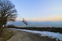 Cable car going to Grenoble city centre (Nomadcitizen) Tags: sunset france alps car gre