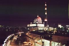 Putrajaya Mosque (Mr.Nazeer) Tags: canon kodak malaysia 28 kualalumpur putrajayamosque gold200 a1|28mm