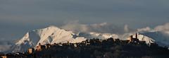 Alba su Mogliano (montep) Tags: montagne nuvole alba ombre cielo neve marche paesaggio oro appennino macerata cime paese profili mogliano parcomontisibillini