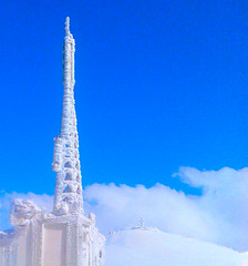 LBC Antena - Mzar - Lebanon (Hanna Khoury) Tags: blue sky lebanon white ski cold ice broadcast station television tv antena diffusion lebanese blanc froid lbc   antene               brodcasting