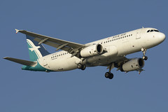 Silkair Airbus A320 (9V-SLI) DSC8903 (KWsideB) Tags: mi plane airplane singapore aircraft aviation flight aeroplane landing airline airbus changiairport spotting airliner a320 airtravel slk planespotting wsss silkair changiinternationalairport 20r a320233 9vsli runway20r