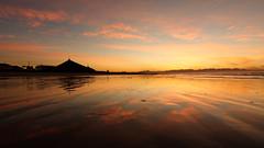 Seul sur la Plage (Pylou_astro) Tags: southafrica afriquedusud sunrise levdesoleil cape town muizenberg plage beach