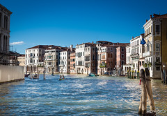 2016-08-10_Venedig - Venice_IMG_7884 (dieter_weinelt) Tags: bluesky brcken dieter fiona gondeln kanal kanle melanie sommer2016 sonnenschein touristen venedig venice victoria blauerhimmel boats boote bridges canals gondolas summer2016 sunshine tourists