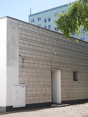 Die Struktur. / 26.08.2016 (ben.kaden) Tags: berlin friedrichshain platzdervereintennationen detail architekturderddr architektur plattenbau 2016 26082016